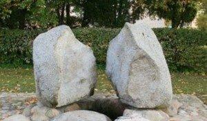 Strūklaka - piemiņas akmens