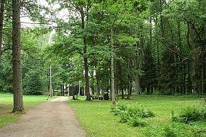 5. jūnijā aicinām doties romantiskā pastaigā pa Braslavas muižas parku
