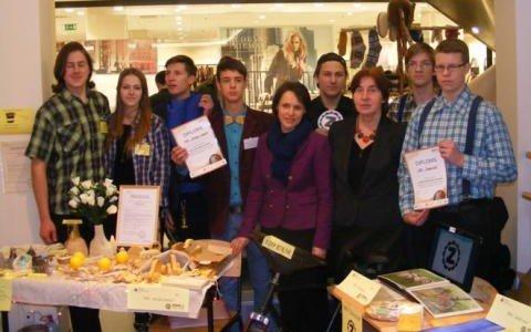Alojas Ausekļa vidusskolas skolēni praktiski apgūst uzņēmējdarbību