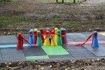 Alojas bērnu rotaļu laukums papildināts ar jaunām aktivitātēm