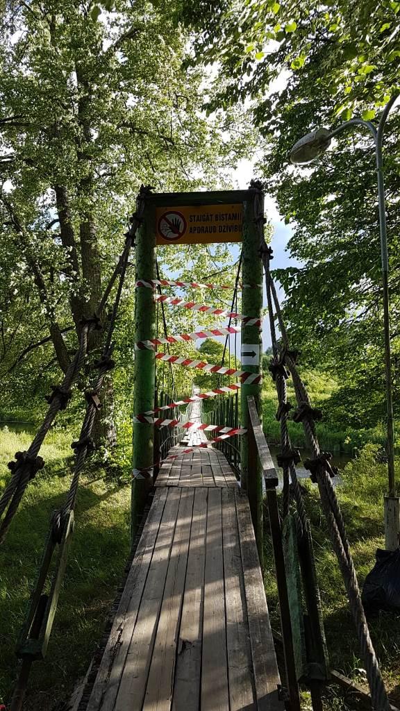 Staiceles tilts