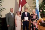 Izcilākie vidusskolas absolventi saņēmuši 500 eiro vērtu pateicību