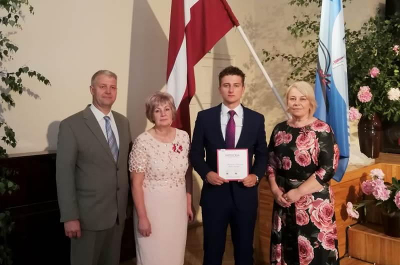 Simtgades_absolvents