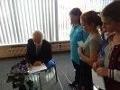 Ar Staiceles bērniem sarunājas rakstnieks Valdis Rūmnieks