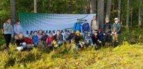 Alojas Ausekļa vidusskolas sestklasnieki meža ekspedīcijā apguva dabaszinības
