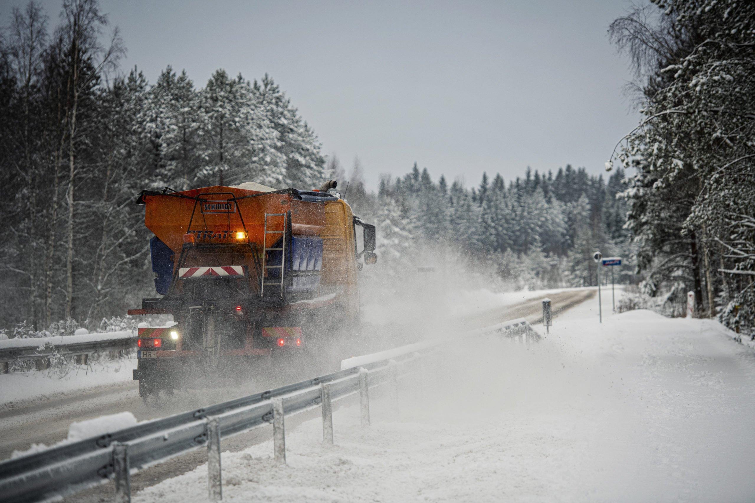 Par ielu un ceļu uzturēšanu ziemas periodā novadā