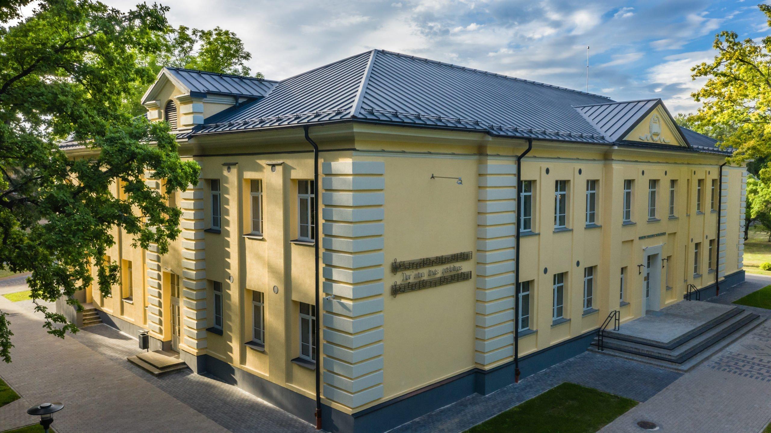 """Pašvaldība skatei """"Gada labākā būve Latvijā 2020"""" pieteikusi Alojas Ausekļa vidusskolu"""