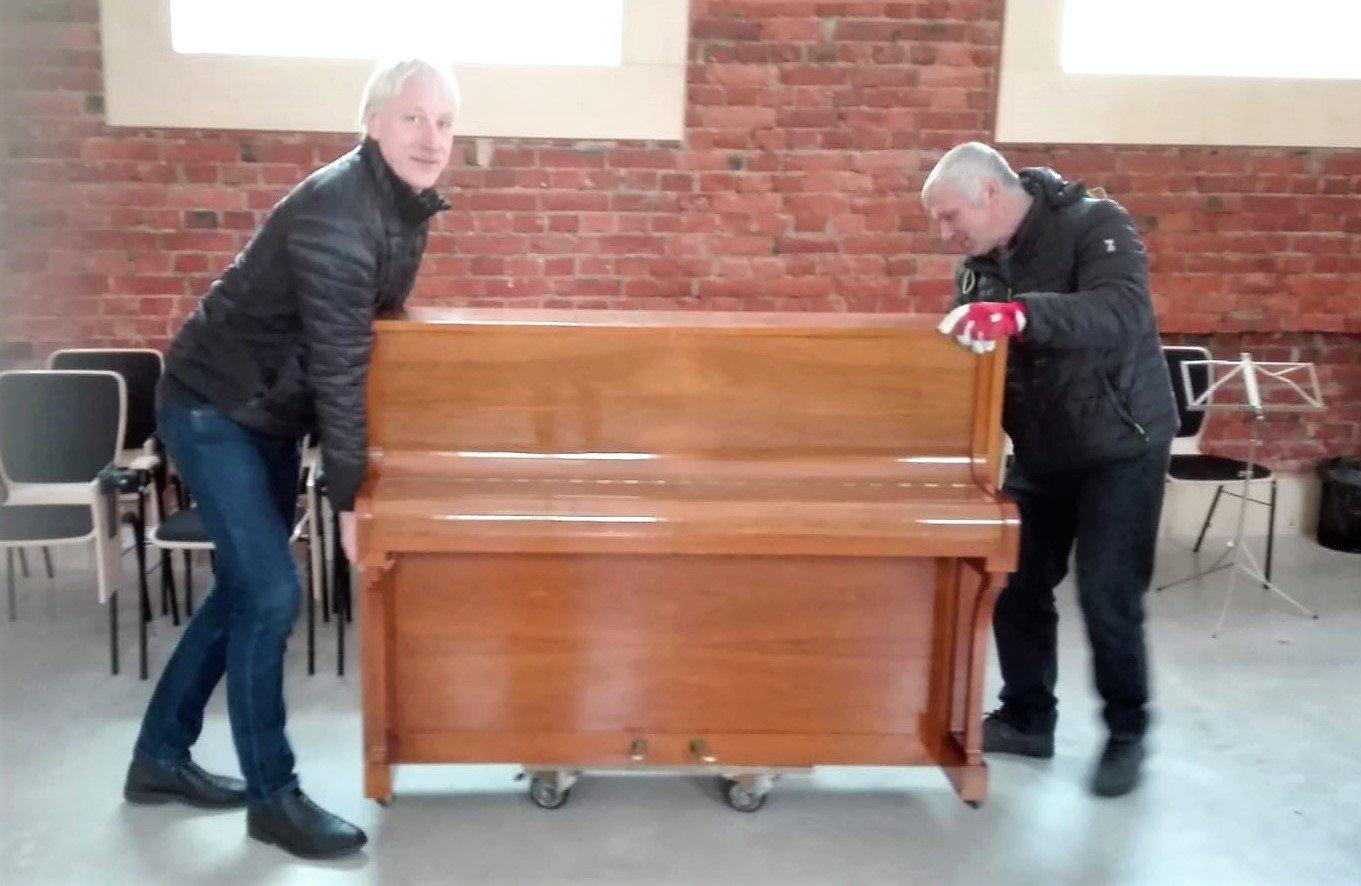 Atbalsta biedrība Alojas Ausekļa vidusskolai sagādājusi jaunu instrumentu – klavieres