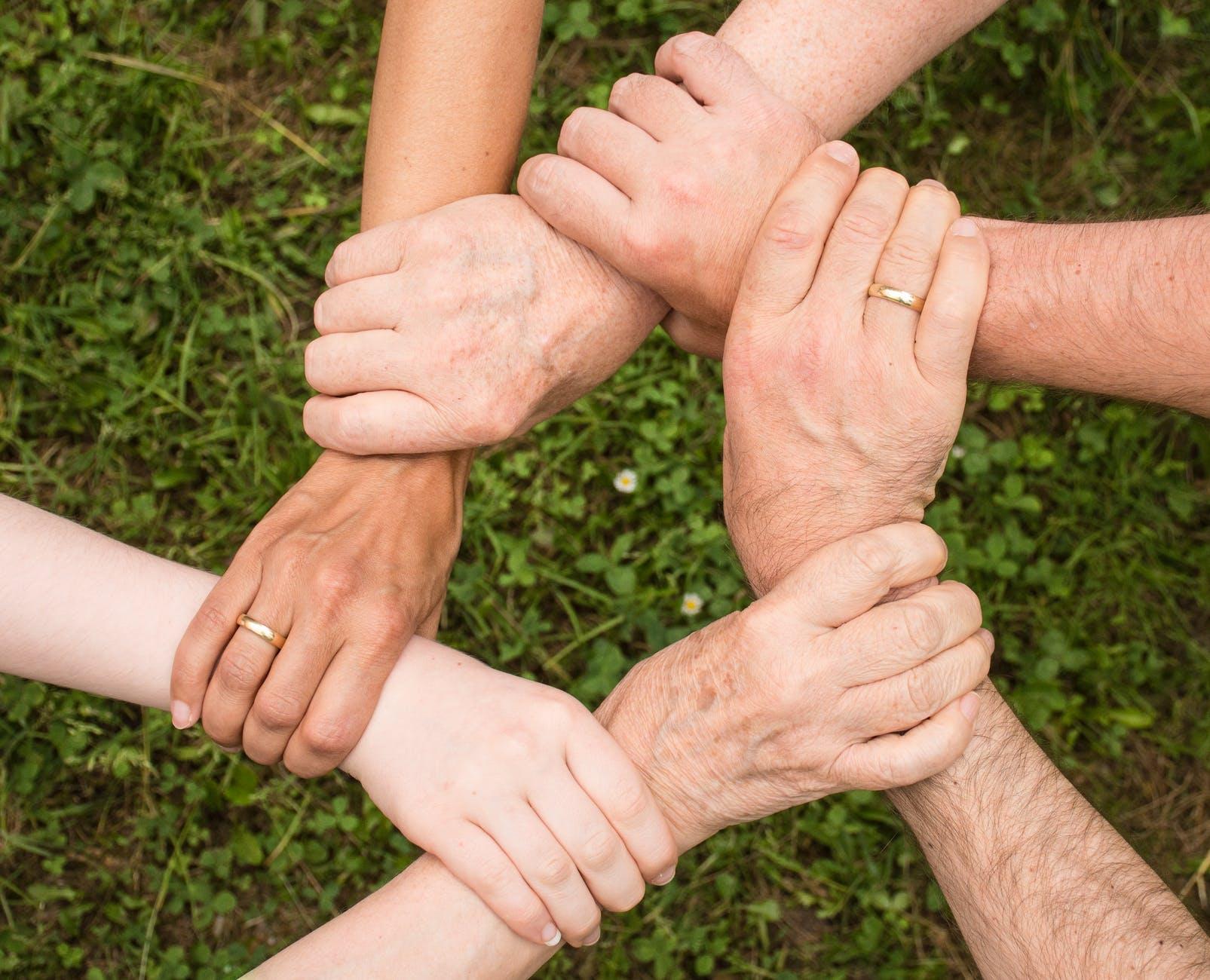 Alojas pilsētas pārvalde aicina piedalīties aptaujā par pasākumiem ģimenēm