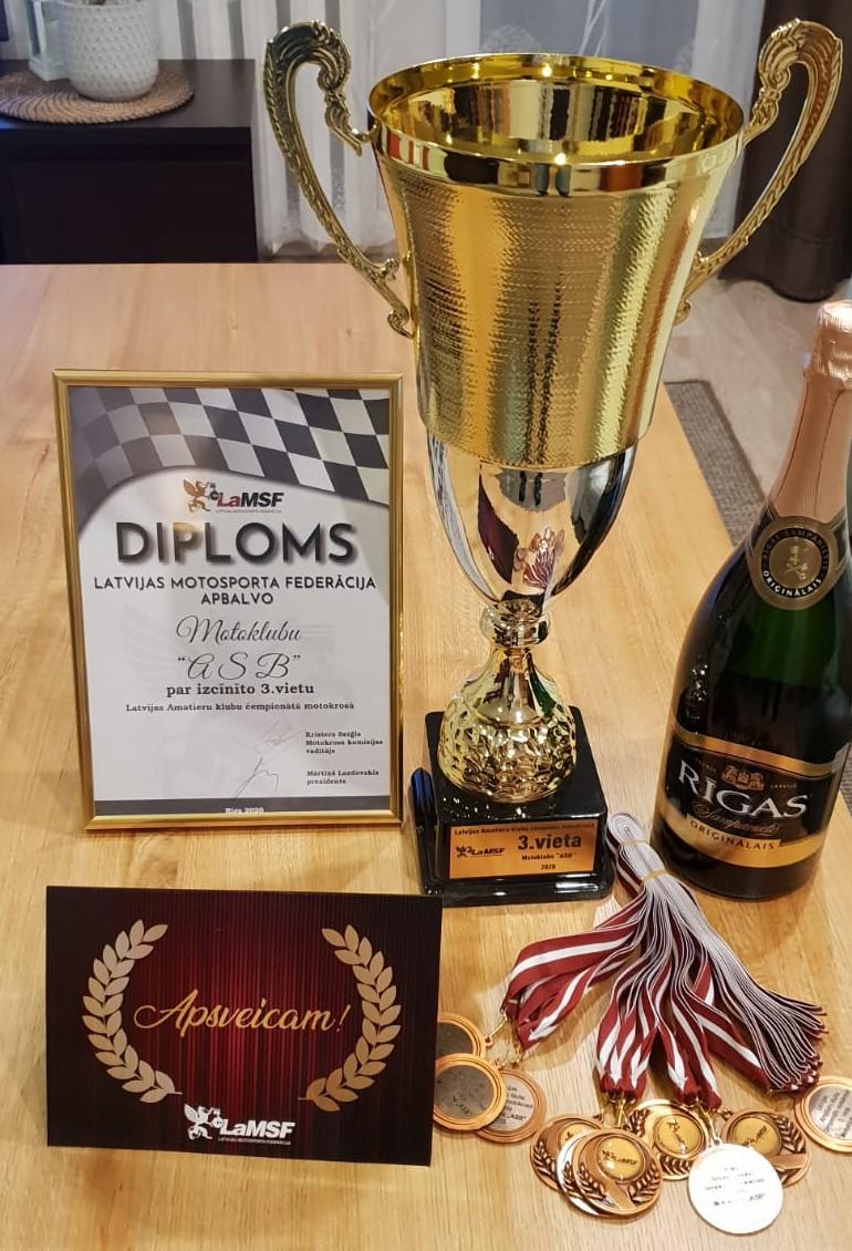 """Motoklubs """"ASB"""" izcīnījis 3. vietu klubu ieskaitē Latvijas Amatieru čempionātā motokrosā"""