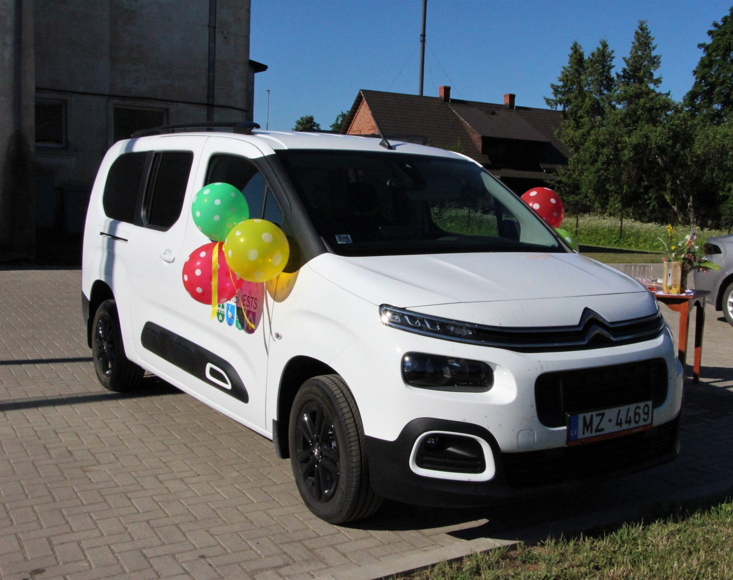 Dome nomās auto Alojas novada sociālā dienesta vajadzībām