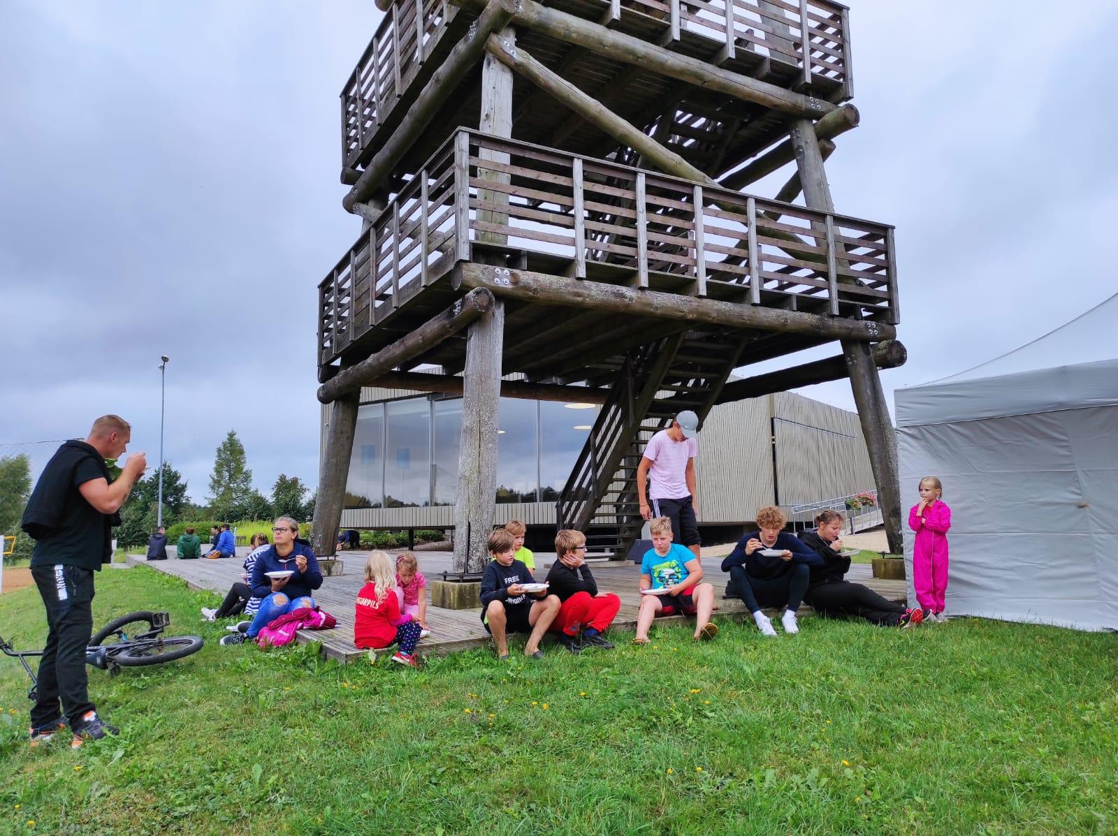 Pozitīvā gaisotnē kopā ar ģimeni pavadīts laiks pie Ungurpils ezera
