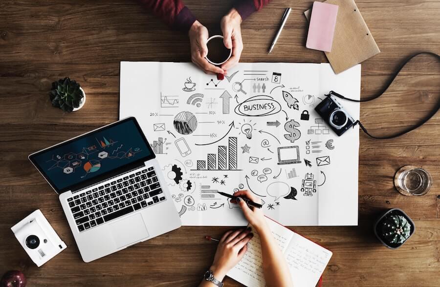 """""""Intrum"""" aptauja: lielo uzņēmumu kavēšanās ar rēķinu apmaksu rada finansiālas grūtības maziem uzņēmumiem"""